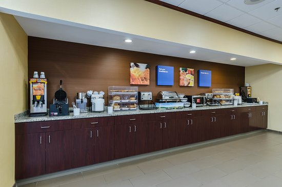 Randolph, MA: Breakfast Area
