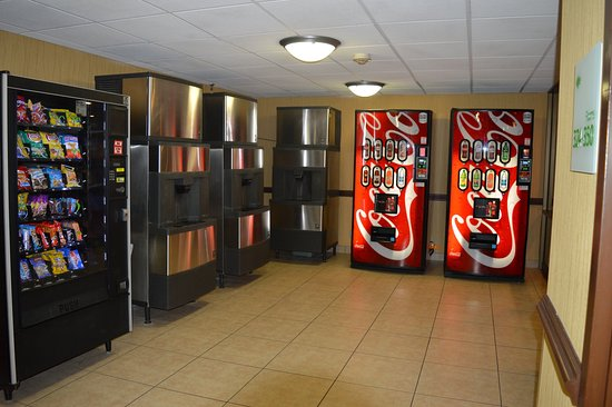 Holiday Inn Rochester Downtown: Vending Area