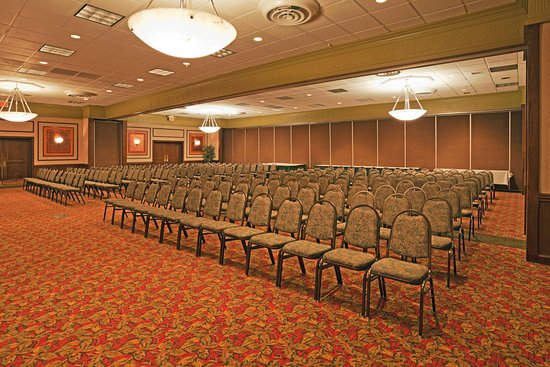Perrysburg, OH: Theatre style seating in our spacious ballroom
