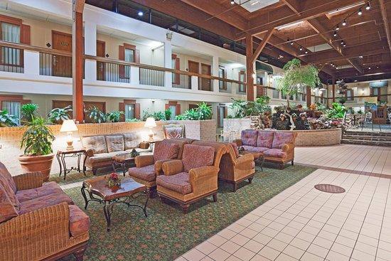 Perrysburg, OH: Hotel Lobby