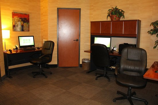 Lakewood, CO: Large business center perfect for the corporat traveler