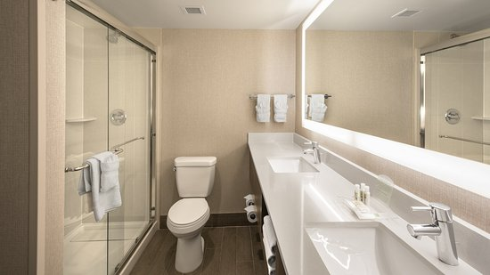 Lakewood, CO: King Suite - Bathroom with walkin shower - newly renovated