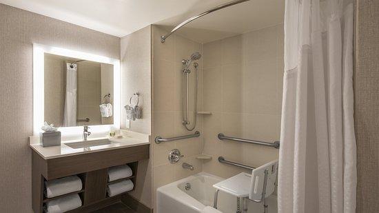 Lakewood, CO: Accessible Bathroom