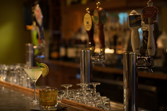 South Kingstown, RI: Enjoy a cocktail at our Bar and Lounge