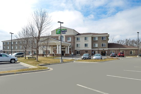 Holiday Inn Express & Suites Omaha West: Hotel Exterior