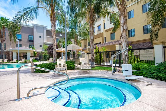 Holiday Inn Express Hotel & Suites Phoenix-Glendale: Whirlpool
