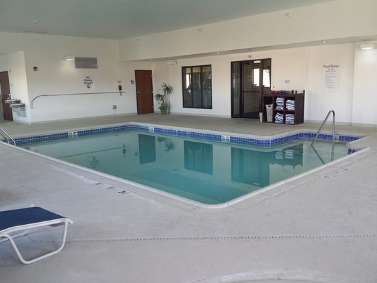 Concordia, KS: Enjoy our indoor heated swimming pool!