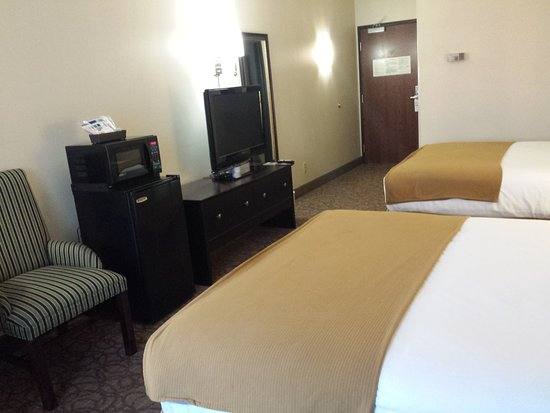 Concordia, KS: Two queen beds with Keurig Coffee Maker