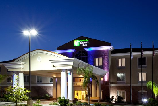 Holiday Inn Express Hotel & Suites Spring Hill: Hotel Exterior
