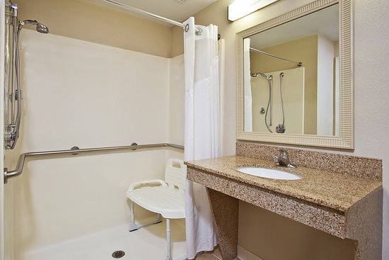 Holiday Inn Express & Suites Columbus Southeast: Guest Room