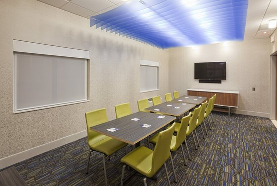 Roseville, MN: Our flexible board room has wireless internet and an LCD TV