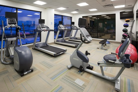 Roseville, MN : Our onsite fitness center has fitness equipment and free weights!