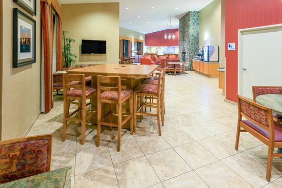 Roseburg, OR: Atrium with Working Table available 24hrs