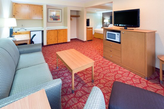 Roseburg, OR: King Suite Sitting Area
