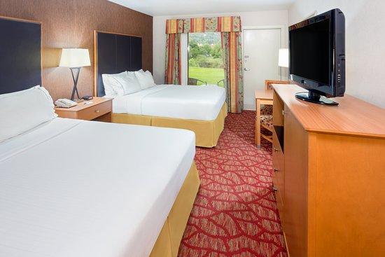 Roseburg, OR: Standard Two Queen Guest Room Sleeping area