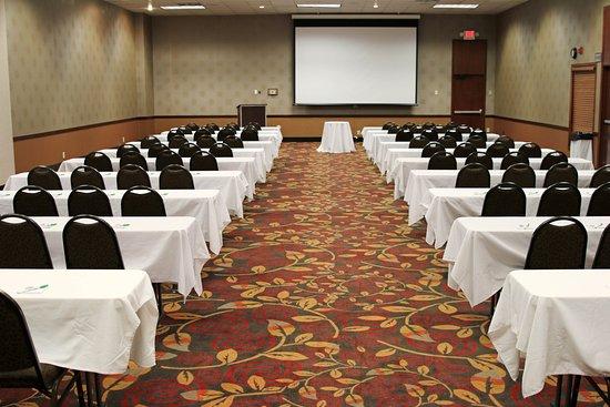 Alexandria, MN: Courtyard meeting room. Classroom setting.