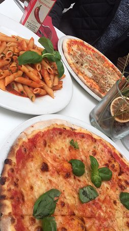 StaSera Pizzeria: The pizza and the pasta are amazing