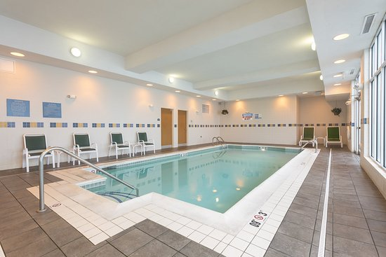 Aurora, IL: Relaxing Indoor Swimming Pool