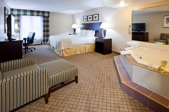 Holiday Inn Hotel & Suites Wausau-Rothschild: Standard King Bed Guest Room