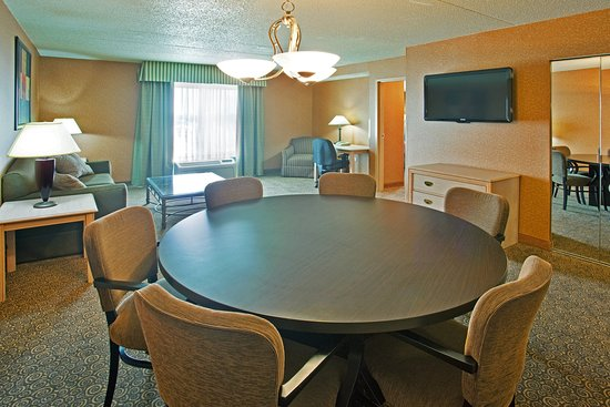Bolingbrook, IL: Extended stay accommodations at Holiday Inn Hotel & Suites
