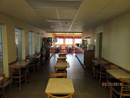 Warsaw, Missouri: breakfast room