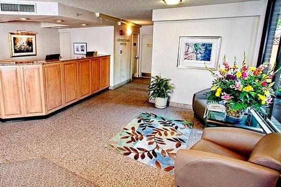 Georgetown Suites: Lobby View