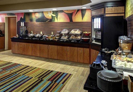 Oxford, AL: Breakfast - Buffet