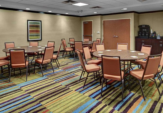 Oxford, AL: Meeting Room - Rounds Setup