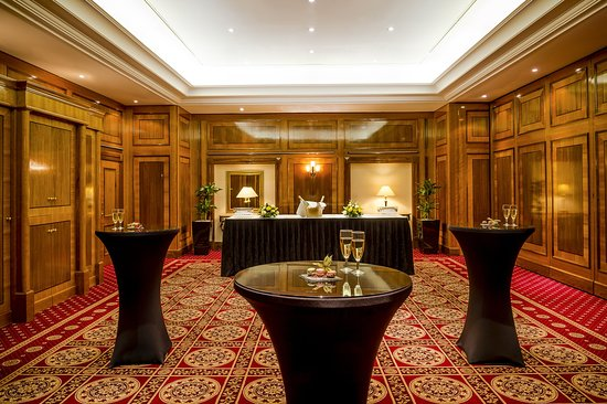 Copthorne Tara Hotel London Kensington: MELiffey Reception