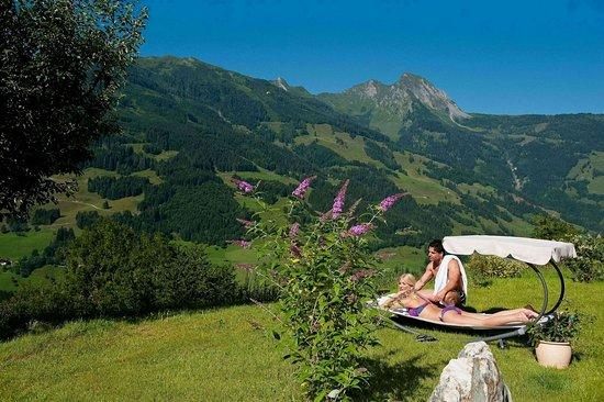 Dorfgastein, Austria: Garden with marvellous views.
