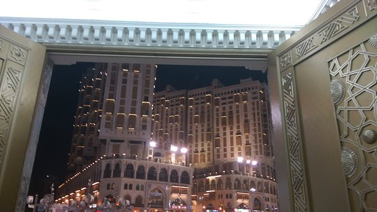 Makkah Hilton Hotel: As seen from Harams exit.