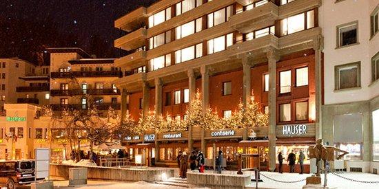 Hauser Hotel St. Moritz: Aussenansicht Winter GG