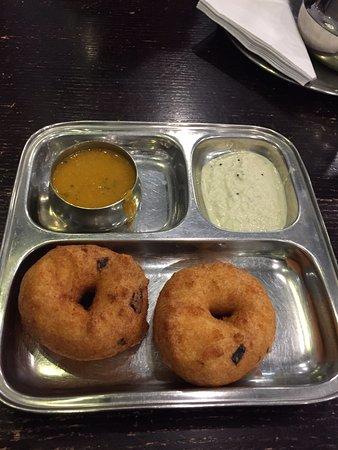 Saravana Bhavan: Vadai plate