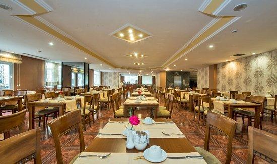 Golden Age Hotel: Restaurant