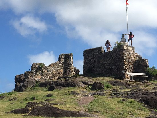 Marigot, St. Maarten: It's not a large fort but it is a nice little hike.