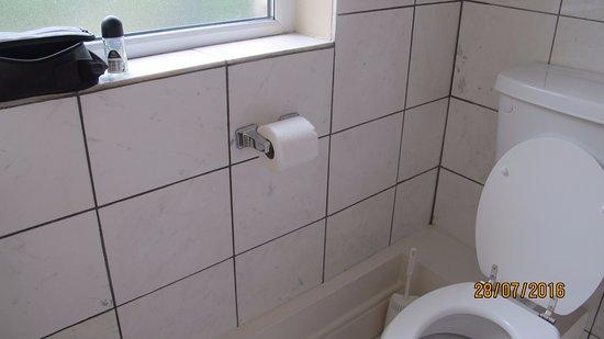Foyles Hotel: Mismatched tile sizing!
