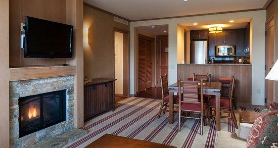 Cle Elum, Вашингтон: suncadia_accomodations_lodge_onebrdm_suite