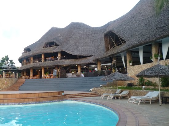 Temple Point Resort: the main building where you can find reception, shop, bar and restaurant