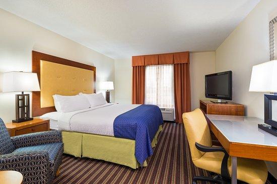 Sandston, VA: King Bed Guest Room
