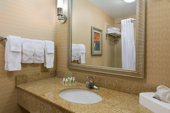 Sandston, VA: Guest Bathroom