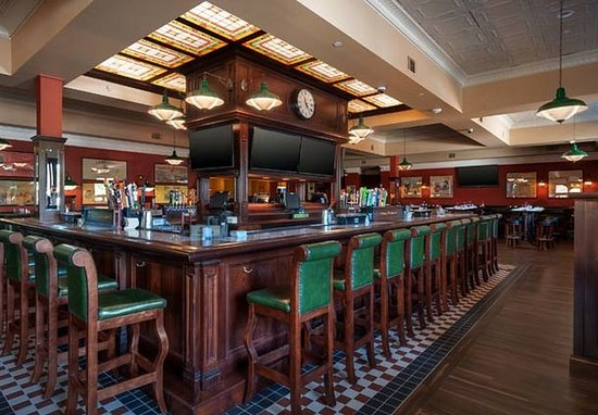 Plainville, CT: Waxy O'Connor's Restaurant - Bar