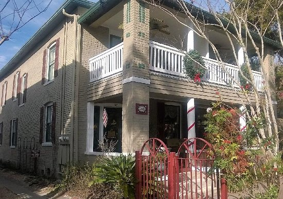 Inn On Charlotte: Front and second story porches