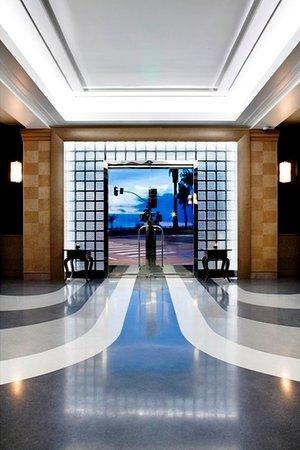 Hotel Shangri-La Santa Monica: Lobby Door