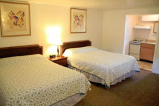 The Lodge at Kennebunk: TWO QUEENS EFFICIENCY
