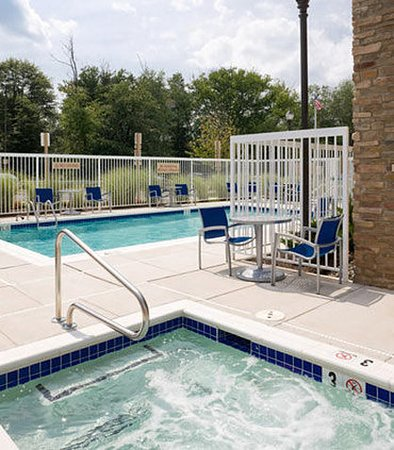 Hanover, MD: Outdoor Pool & Spa