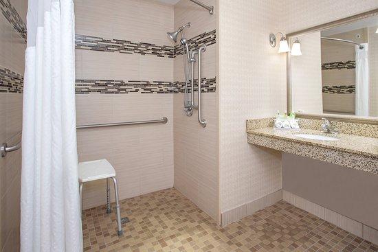 Georgetown, KY: Roll In Shower