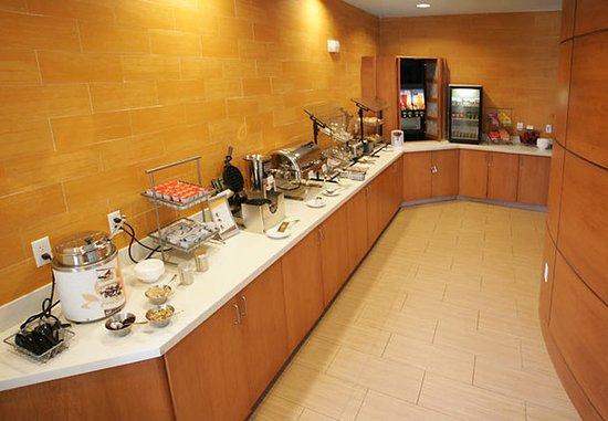 Orion, MI: Breakfast Bar