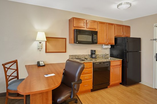 Aurora, IL: Two Double Bed Studio Suite kitchen