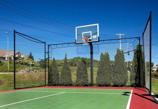 Auburn, Мэн: Sport Court