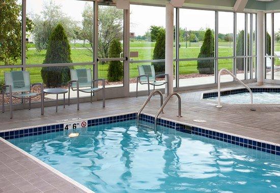 Saginaw, MI : Indoor Pool & Whirlpool